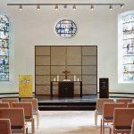 Kirche innen Altarblick