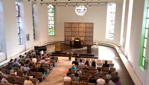 IMG_2244 Kirche innen Gottesdienst